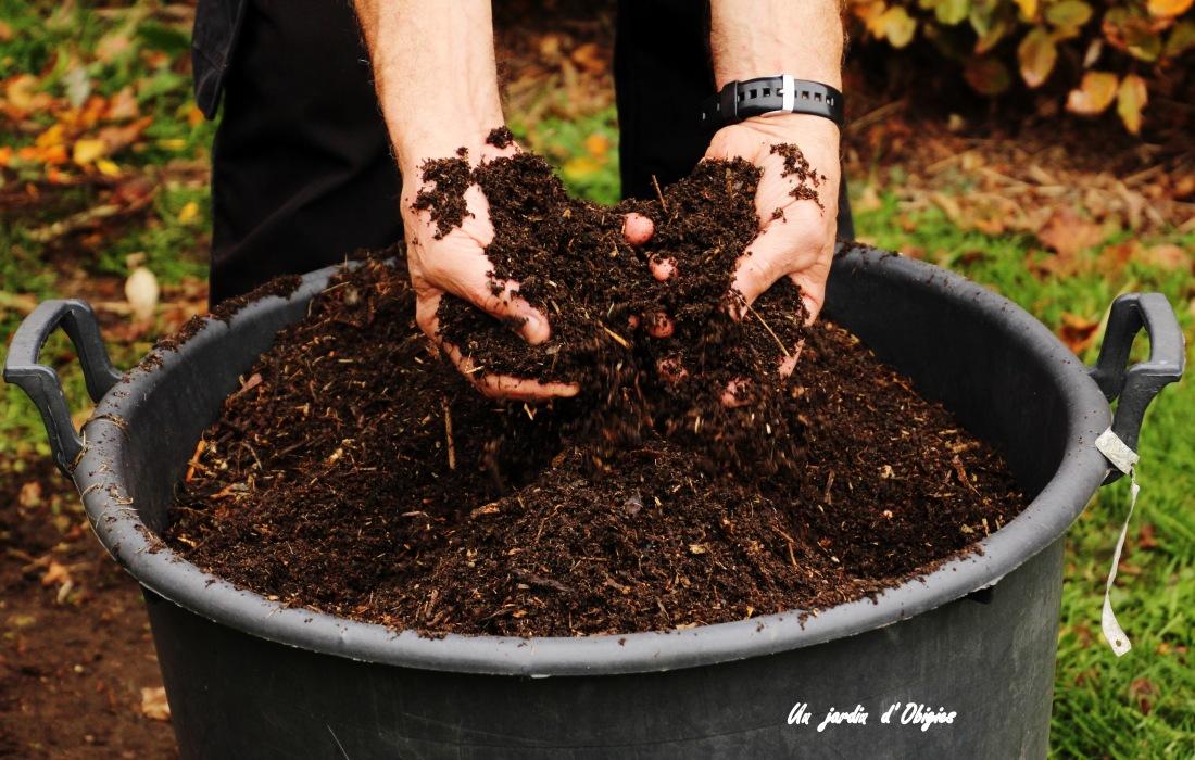 Compost mûr prêt à l' emploi
